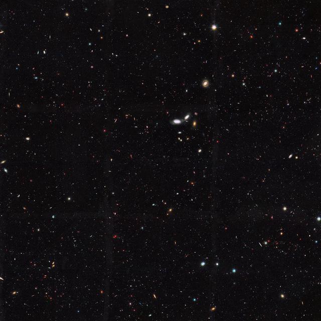 Câu hỏi xoắn não: Tại sao bầu trời có màu xanh và vũ trụ có màu đen? - Ảnh 3.