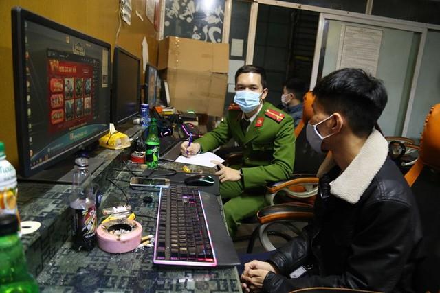 """Chơi net """"chui"""" trong vùng dịch, 7 game thủ bị buộc đi cách ly tập trung tự trả phí - Ảnh 1."""