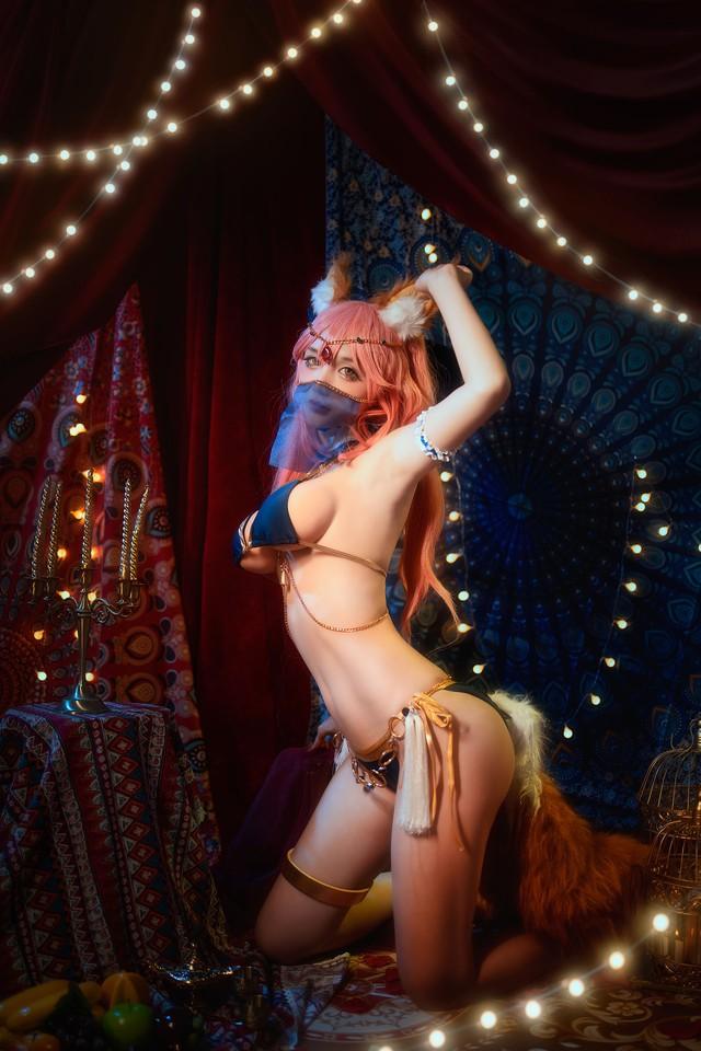 Thư giãn đầu xuân với loạt ảnh cosplay nàng cáo Ahri trong LMHT bốc lửa đến từng xăng-ti-mét - Ảnh 2.