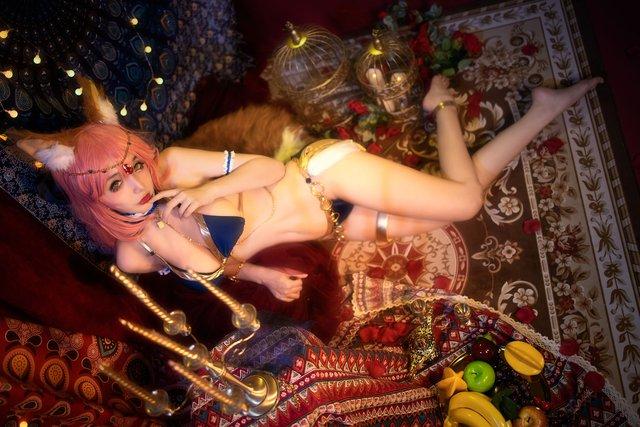 Thư giãn đầu xuân với loạt ảnh cosplay nàng cáo Ahri trong LMHT bốc lửa đến từng xăng-ti-mét - Ảnh 10.