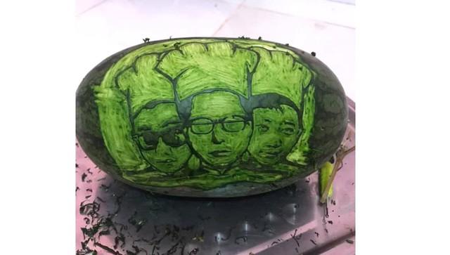 Cter trổ tài tạo hình, khắc gọt quả dưa hấu vô cùng đẹp mắt để gửi tặng Dũng CT và Team Đụt ăn Tết - Ảnh 1.