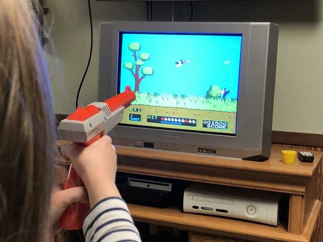 Giải mã khẩu súng bắn vịt huyền thoại: Điều kỳ diệu tuổi thơ hóa ra thật đơn giản đến bất ngờ - Ảnh 2.