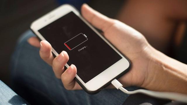 Pin iPhone dùng còn bao nhiêu phần trăm thì nên sạc là tốt nhất? - Ảnh 1.