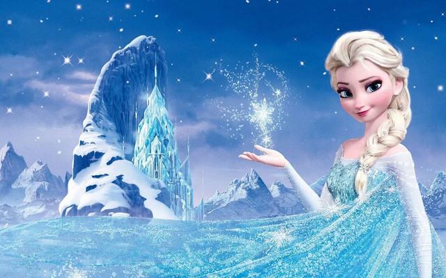 Cosplay Elsa phiên bản người lớn, tụt váy ngay trên sóng, cô nàng hot girl khiến cộng đồng mạng sững sờ, chỉ trích kịch liệt - Ảnh 1.