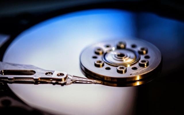 Đang là thời đại của SSD, nhưng điều bất ngờ là HDD vẫn sống và rất khỏe là đằng khác - Ảnh 1.