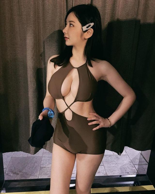 Bất ngờ xuất hiện cô nàng y tá hot girl cực phẩm Photo-1-1613549973536998776158