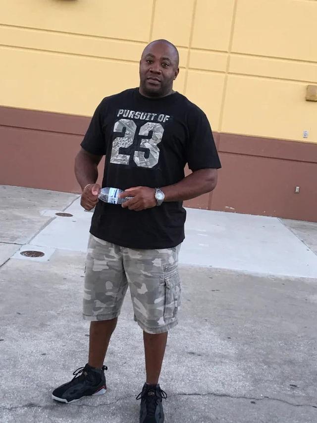 Người đàn ông Florida ăn trộm nhẫn kim cương của bạn gái để cầu hôn... bạn gái khác - Ảnh 2.