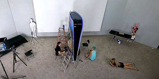 Xuất hiện thanh niên chi 70.000 USD để làm một chiếc máy PS5 siêu to khổng lồ - Ảnh 3.