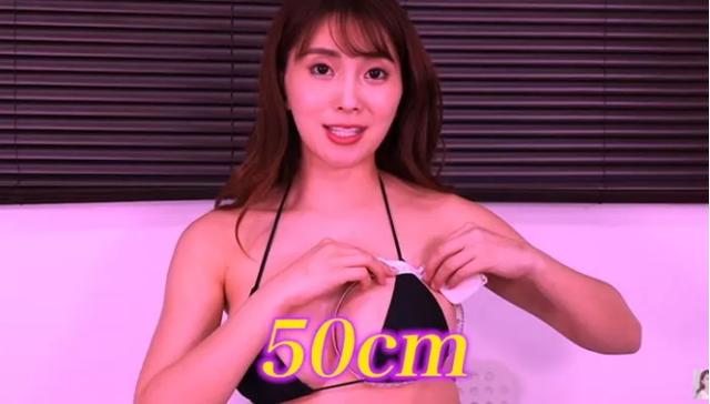 Tò mò vòng một nặng tới đâu, nữ YouTuber làm thử thách tự cân một bên ngực của mình - Ảnh 5.