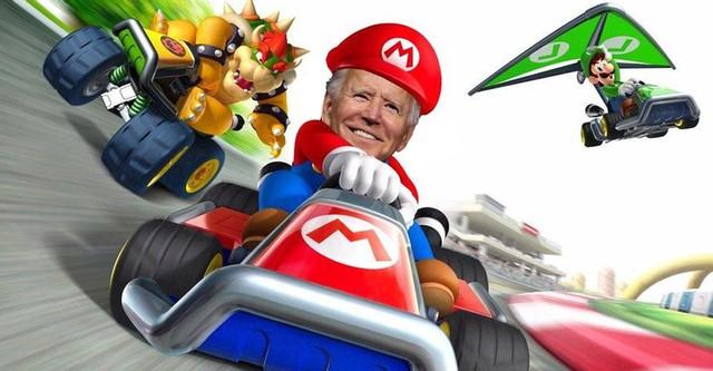Ngắm khoảnh khắc dễ thương: Tranh thủ thời gian rảnh rỗi, Tổng thống Biden chơi đua xe với cháu gái - Ảnh 2.