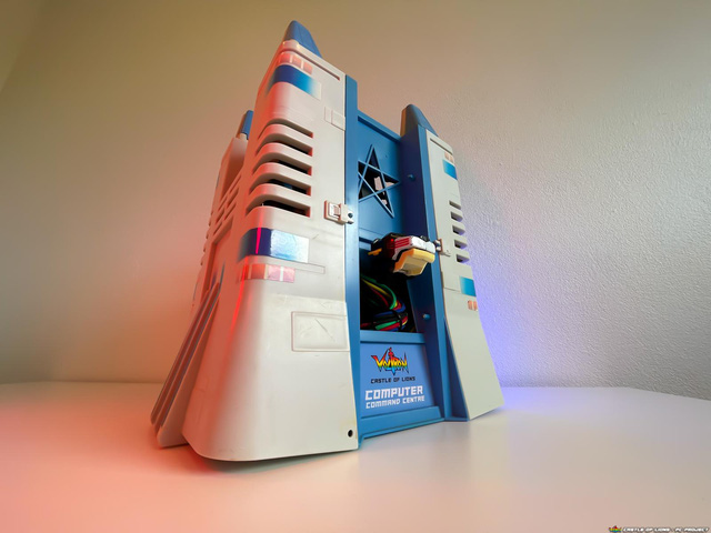 Hô biến bộ đồ chơi ấu thơ thành dàn PC robot Voltron đẹp ngỡ ngàng - Ảnh 2.