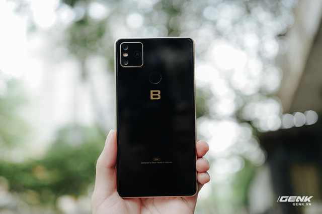 CEO BKAV Nguyễn Tử Quảng cho rằng Bphone B86 chụp đêm đẹp hơn smartphone hãng A và hãng G, nhưng liệu chúng ta có thể tin được không? - Ảnh 1.