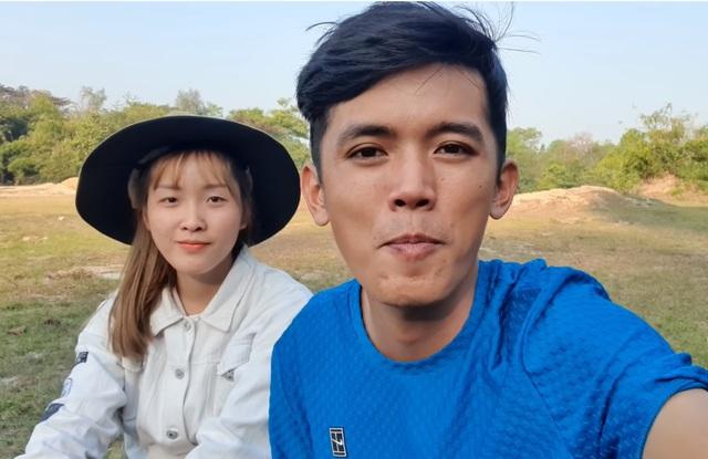 Sang Vlog khiến fan ngỡ ngàng khi bất ngờ lấy vợ, xúc động chia sẻ Nhà anh nghèo, nhà em cũng chẳng cao sang - Ảnh 2.