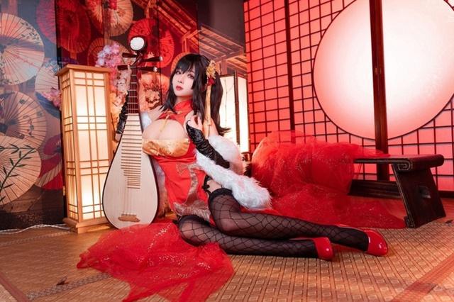 Cosplay quái vật 3 đầu Taihou y như bản gốc, nàng hot girl khiến cộng đồng mạng không khỏi xuýt xoa - Ảnh 3.
