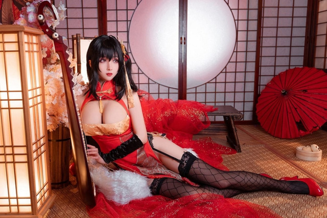 Cosplay quái vật 3 đầu Taihou y như bản gốc, nàng hot girl khiến cộng đồng mạng không khỏi xuýt xoa - Ảnh 4.