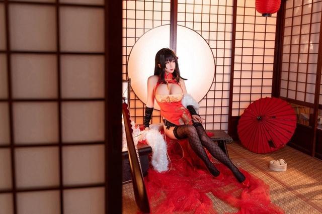 Cosplay quái vật 3 đầu Taihou y như bản gốc, nàng hot girl khiến cộng đồng mạng không khỏi xuýt xoa - Ảnh 5.