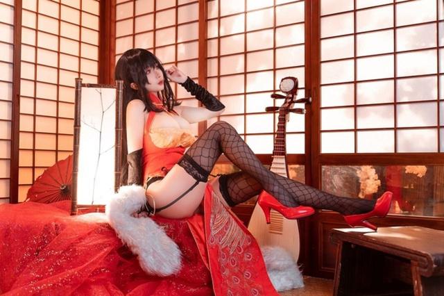 Cosplay quái vật 3 đầu Taihou y như bản gốc, nàng hot girl khiến cộng đồng mạng không khỏi xuýt xoa - Ảnh 6.