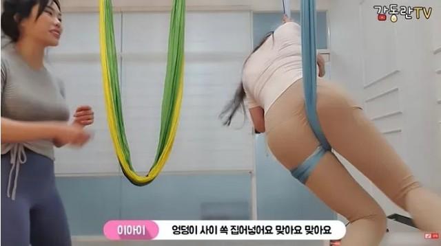 Lên sóng đọ ngực với nữ giáo viên Yoga, nữ YouTuber chiêu đãi fan buổi livestream không thể nóng bỏng hơn - Ảnh 5.