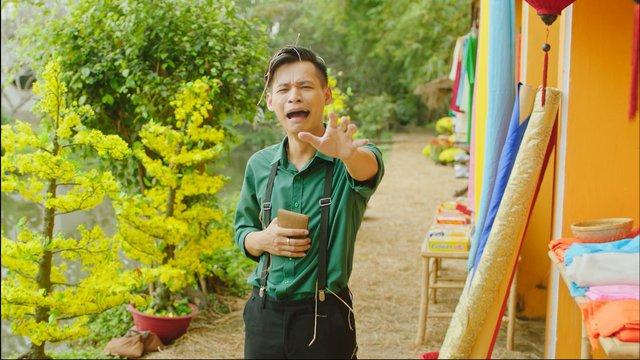 Gonzo hóa thân thành thầy đồ đi tặng chữ và chơi Tết cùng Độ Mixi, Vodka Quang trong MV mới của FIFA Online 4 - Ảnh 3.
