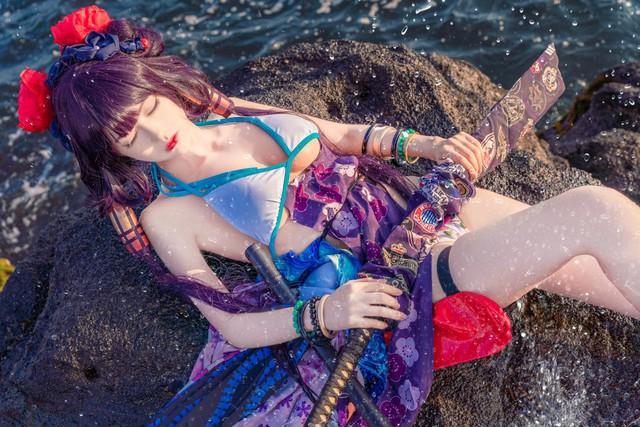 Mơ màng ngắm nàng Servant trong Fate/Grand Order diện trang phục mát mẻ tạo dáng bên bờ biển - Ảnh 7.