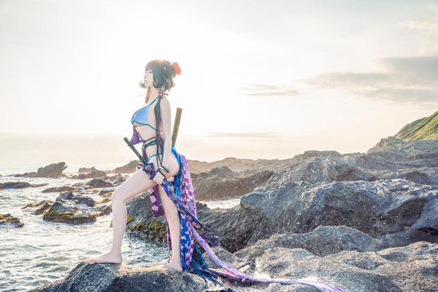 Mơ màng ngắm nàng Servant trong Fate/Grand Order diện trang phục mát mẻ tạo dáng bên bờ biển - Ảnh 5.