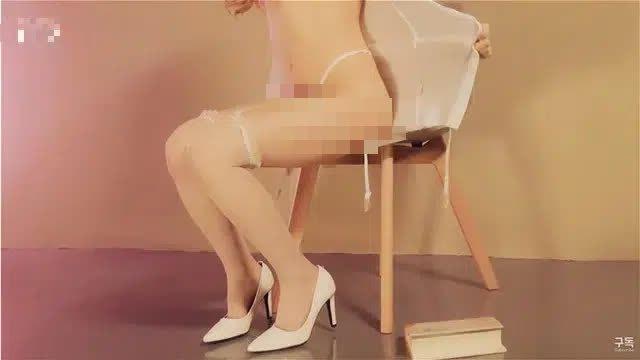 Cosplay nữ y tá sexy, nữ YouTuber gây sốc khi cởi sạch, đòi khám bệnh cho người xem - Ảnh 5.