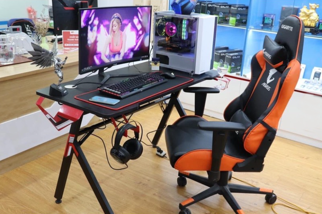 Gaming chairs are old, now have to buy new quality gaming tables!  Photo 1.