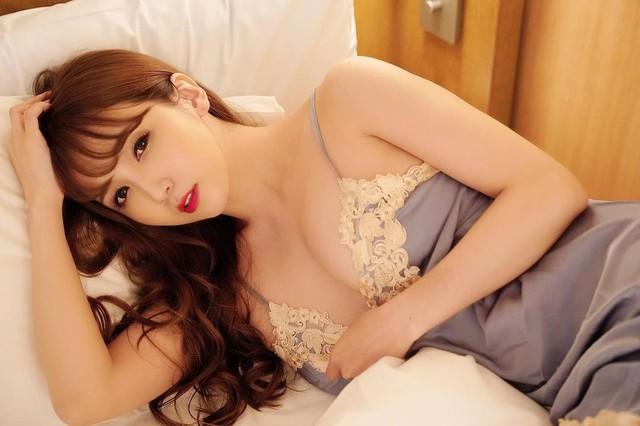 Tiết lộ sốc về ngành công nghiệp phim 18+ Nhật Bản: Ngày nào cũng có hot girl bỏ của chạy lấy người - Ảnh 1.