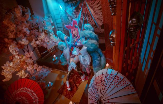 Ngất trên giàn quất với loạt ảnh cosplay Ahri Chiêu Hồn Thiên Hồ do mỹ nhân người Việt hóa thân - Ảnh 4.