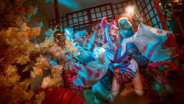 Ngất trên giàn quất với loạt ảnh cosplay Ahri Chiêu Hồn Thiên Hồ do mỹ nhân người Việt hóa thân - Ảnh 12.