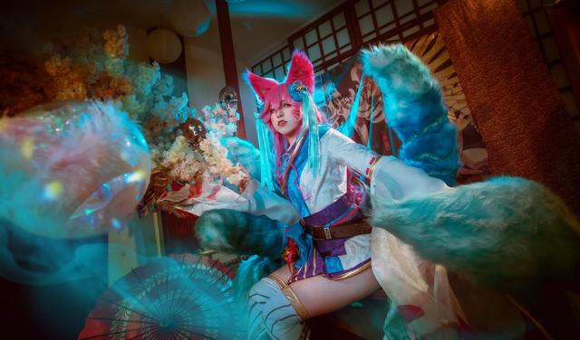 Ngất trên giàn quất với loạt ảnh cosplay Ahri Chiêu Hồn Thiên Hồ do mỹ nhân người Việt hóa thân - Ảnh 14.