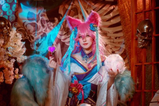 Ngất trên giàn quất với loạt ảnh cosplay Ahri Chiêu Hồn Thiên Hồ do mỹ nhân người Việt hóa thân - Ảnh 15.