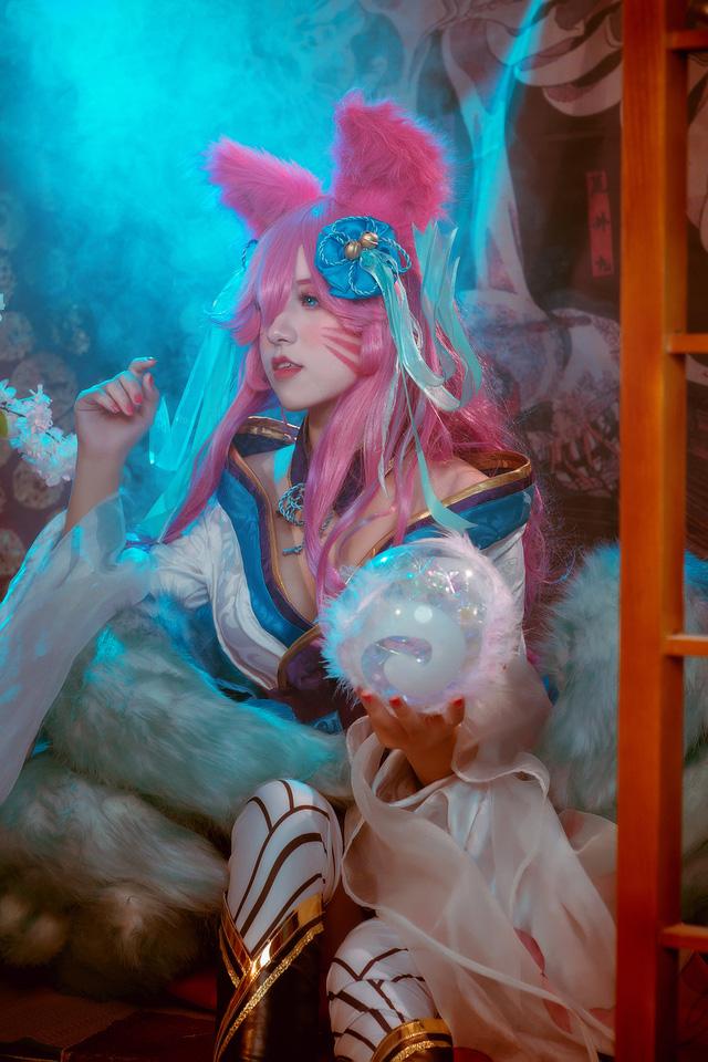 Ngất trên giàn quất với loạt ảnh cosplay Ahri Chiêu Hồn Thiên Hồ do mỹ nhân người Việt hóa thân - Ảnh 17.