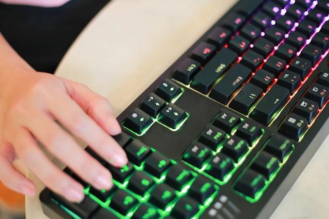 Trên tay bàn phím cơ gaming Ajazz DKM150: Rẻ mà lại gõ ngon, LED RGB sang xịn mịn - Ảnh 3.