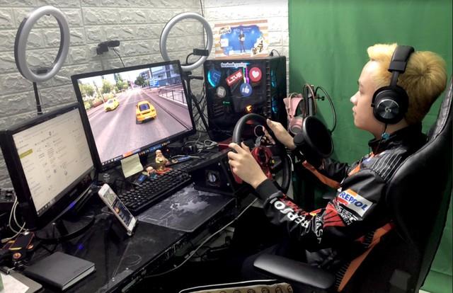 Streamer chỉ ngồi lái xe mà tạo nên kỷ lục khó tin về lượng người xem trên Facebook với tựa game cực hot hiện nay - Ảnh 4.