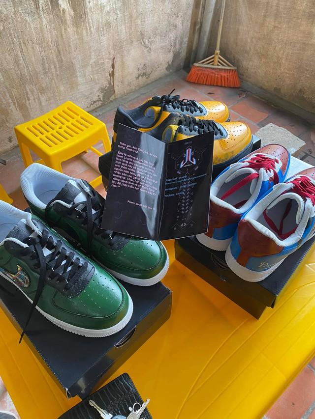Dũng CT và Team Đụt được fan tặng giày xịn, custom đẹp không tì vết - Ảnh 1.