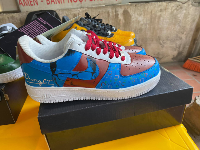 Dũng CT và Team Đụt được fan tặng giày xịn, custom đẹp không tì vết - Ảnh 2.