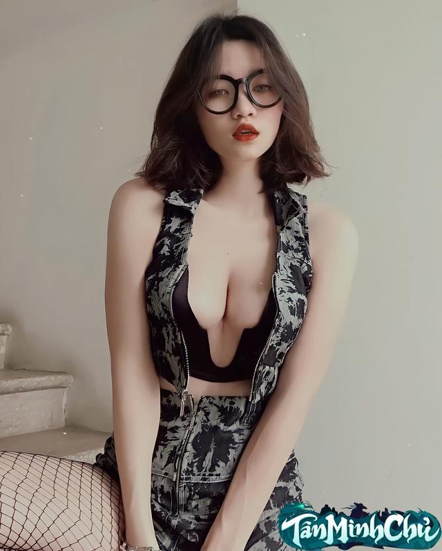 Dù thua đàn em 2K2 đến 10K Like nhưng đây vẫn là Cô Cô cosplay phiên bản tốn giấy và tốn sức nhất trong Tân Minh Chủ, toàn ảnh bikini xịt máu mũi - Ảnh 3.