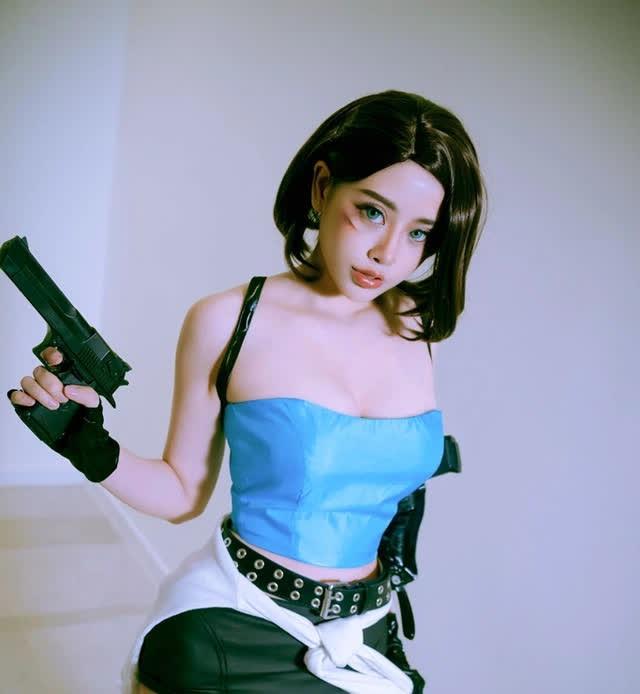 Ngắm mỹ nữ trong game Resident Evil bước ra đời thật, fan không khỏi xuýt xoa ngọt nước quá! - Ảnh 17.
