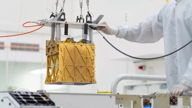 Chiếc hộp vàng kỳ bí chứa hi vọng của toàn nhân loại này đang cố gắng tạo ra oxy trên sao Hỏa - Ảnh 1.