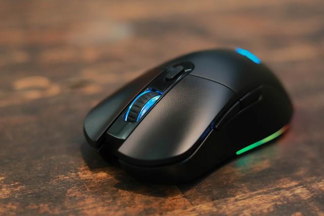 Trên tay E-Dra EM622W: Chuột gaming không dây giá thì rẻ mà chất lượng lại siêu ngon - Ảnh 2.