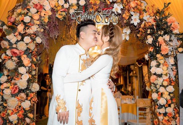 """Sau đám cưới gần 4 tháng, Xemesis quay lại """"cà khịa"""" cực gắt hội anti nhiều chuyện 005"""