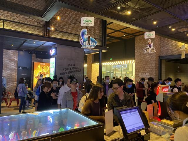 Godzilla Đại Chiến Kong công phá phòng chiếu tại Việt Nam, lập kỷ lục phim có doanh thu suất chiếu sớm cao nhất năm 2021 - Ảnh 2.