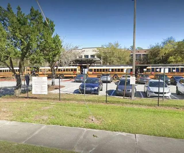 Con gái bị bắt nạt, mẹ đeo găng đấm bốc đến trường dạy bảo bạn học 12 tuổi của con - Ảnh 3.