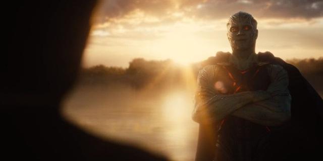 Tại sao Martian Manhunter khoanh tay đứng nhìn Batman và những người bạn chiến đấu suốt 2 phần phim? - Ảnh 2.
