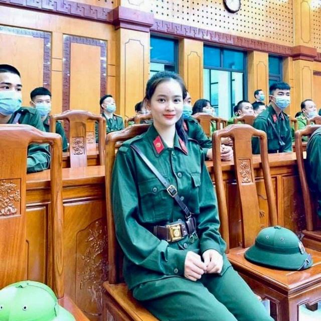 Nữ sinh Sư phạm lên đường nhập ngũ, trở thành tân binh hot nhất Yên Bái, khiến cộng đồng mạng trầm trồ - Ảnh 1.