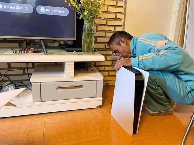 """Nghe báo chí và MXH nước ngoài nói về màn hóa thân PS5 thành Router Wifi """"Plash Speed 5"""" của game thủ Việt - Ảnh 1."""