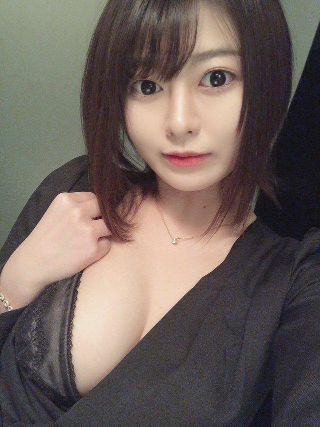 Học piano 16 năm rồi bỏ, nàng hot girl quyết tâm đi theo đàn chị Yua Mikami, lý do chỉ vì một cái móng tay - Ảnh 4.