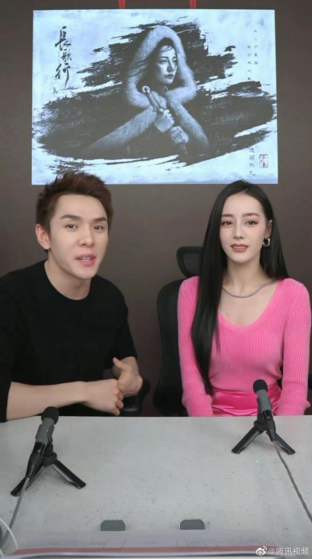 Lộ mặt đơ cứng, già nua trên sóng livestream, Địch Lệ Nhiệt Ba tiếp tục bị fan đặt nghi vấn về nhan sắc thật - Ảnh 2.