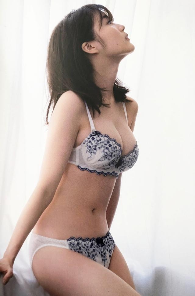Sở hữu cặp núi đôi hùng vĩ, cô nàng hot girl gây sốc khi lập kỷ lục bán ảnh, doanh thu lớn nhất từ lúc NXB thành lập - Ảnh 7.